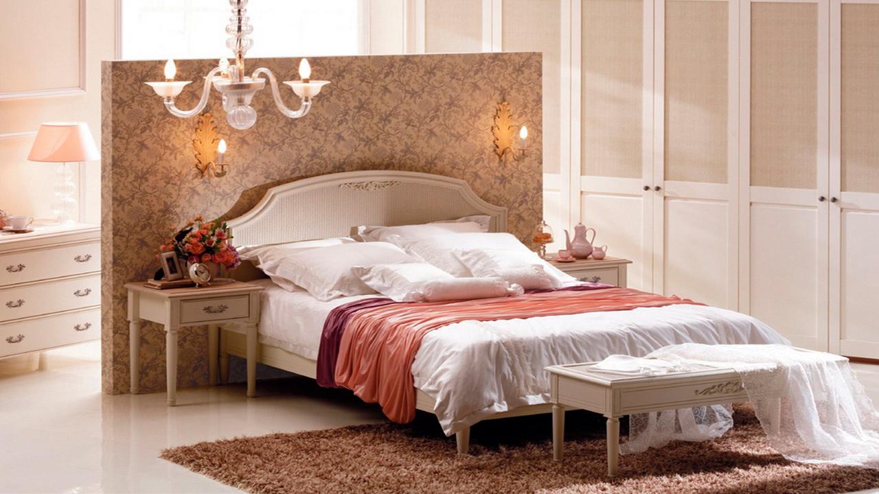 Смотреть одинокие женщины в спальне 3 фотография