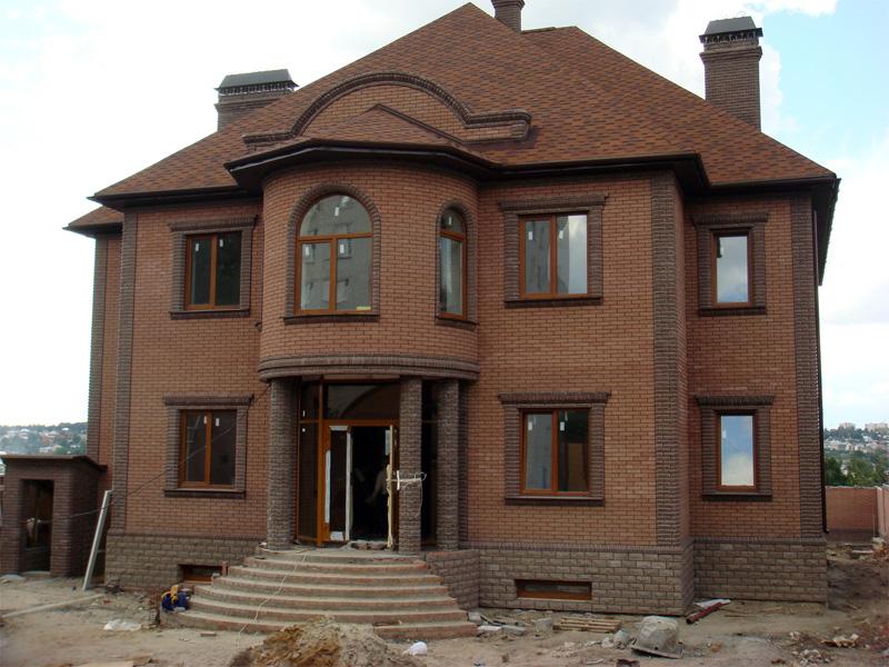 фасады двух этажных домов